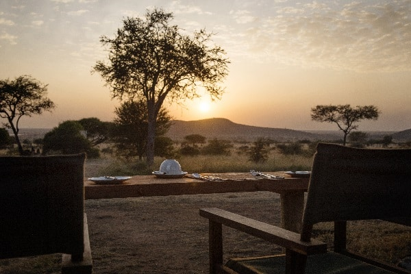 Dunia-Camp-mess-deck-sunset-serengeti-tanzania