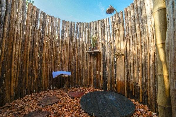 asanja-grumeti-outdoor-shower-serengeti-tanzania