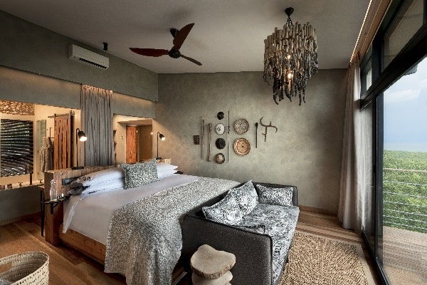 bumi_hills_safari_lodge_lake_kariba_zimbabwe_luxury_safari_lodge_lakeviewroom_african_bush_camps_7