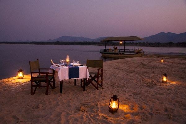 chiawa-camp-sandbar-dinner-lower-zambezi-zambia