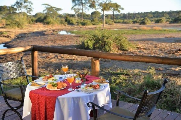 elephant-valley-lodge-dining-chobe-botswana