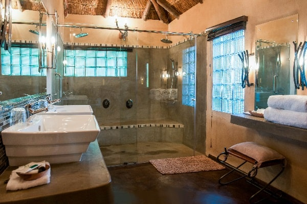 gorges-lodge-bathroom-vic-falls-zimbabwe