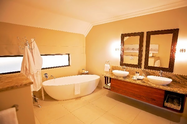 ilala-lodge-bathroom-vicfalls-zimbabwe