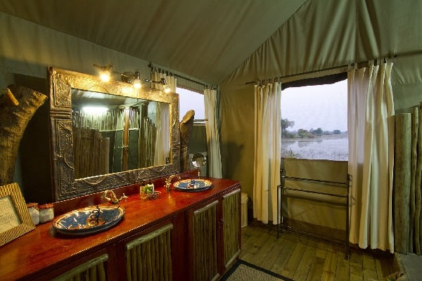 jacana-camp-bathroom-okavango-botswana
