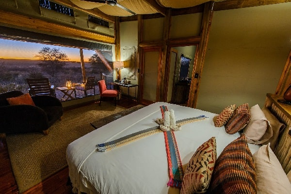 kalahari-plains-camp-room-interior-botswana