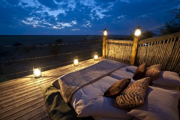 kalahari-plians-camp-star-bed-botswana