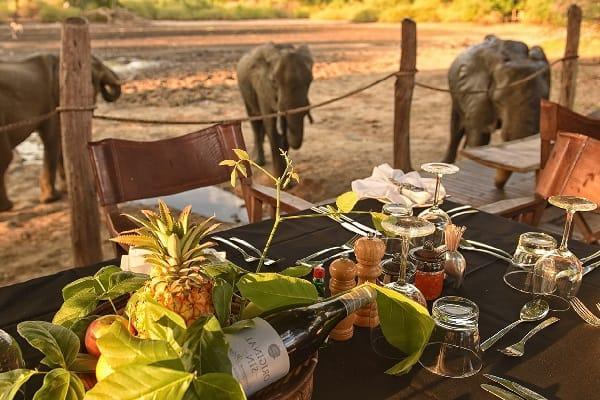 kanga-camp-dining-manapools-zimbabwe