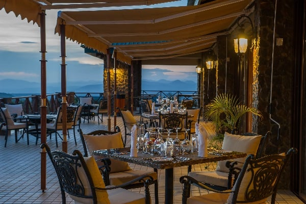 ngorongoro-oldeani-lodge-dining-tanzania