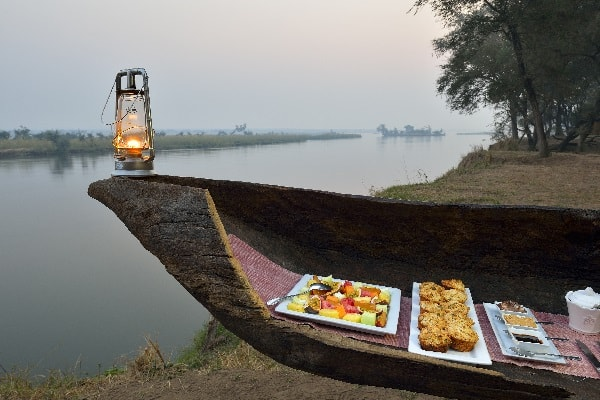 old-mondoro-camp-breakfast-lower-zambezi-zambia