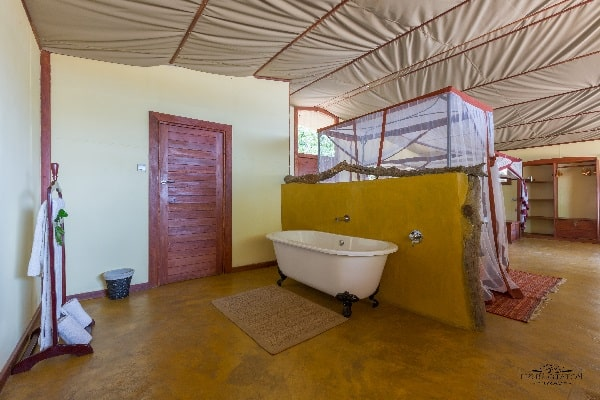 potato-bush-camp-bathroom-lower-zambezi-zambia