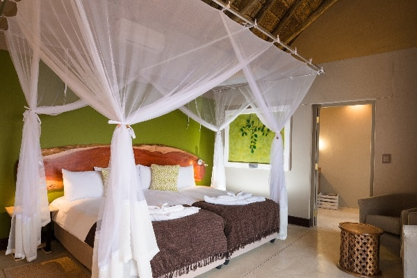 safari-hoek-lodge-room-interior-etosha-namibia