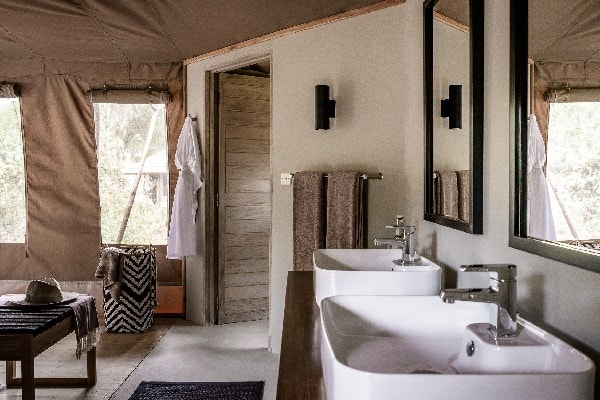 sanctuary-swala-camp-bathroom-tarangire-tanzania