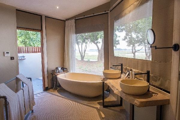 sausage-tree-camp-bathroom-lower-zambezi-zambia