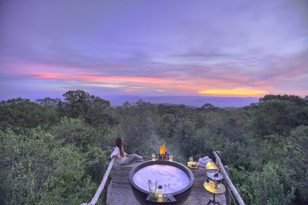 the-highlands-honeymoon-hot-tub-sunset-tanzania