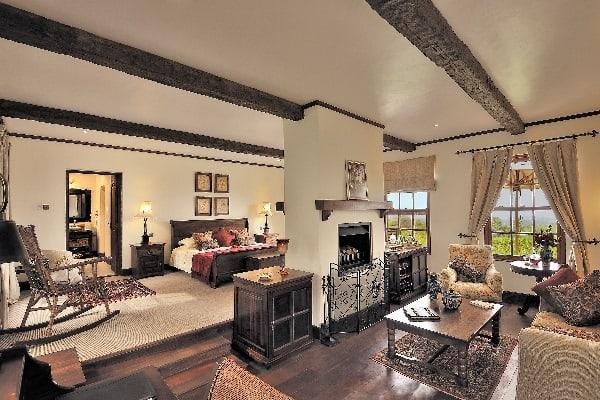the-manor-bedroom-ngorongoro-tanzania