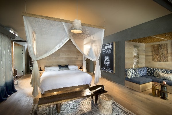 thorntree-lodge-room-interior-mosi-oa-tunya-zambia