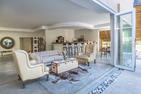 toshari-lodge-lounge-etosha-namibia