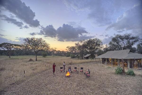 ubuntu-camp-sunset-serengeti-tanzania