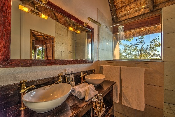 xugana-island-lodge-guest-room-bathroom-okavango-botswana