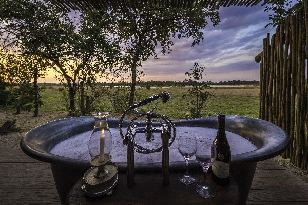 zungulila-bath-south-luangwa-zambia